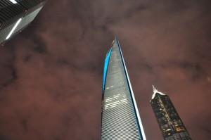 Une architecture merveilleuse, des tours vertigineuses, des lumières toute la nuit