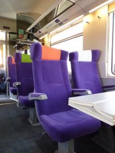 Exemple de rénovation CORAIL intégrant les sièges dessinés par RCP pour les réseaux Intercités